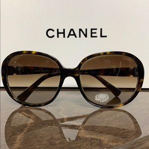 CHANEL CC Sunglasses 5285 Brown